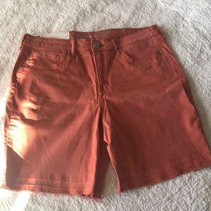 Seven weekend Bermuda shorts